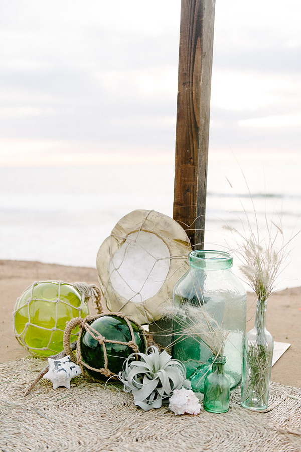 Ruffled - photo by John Schnack Photography http://ruffledblog.com/seaside-wedding-inspiration-shoot
